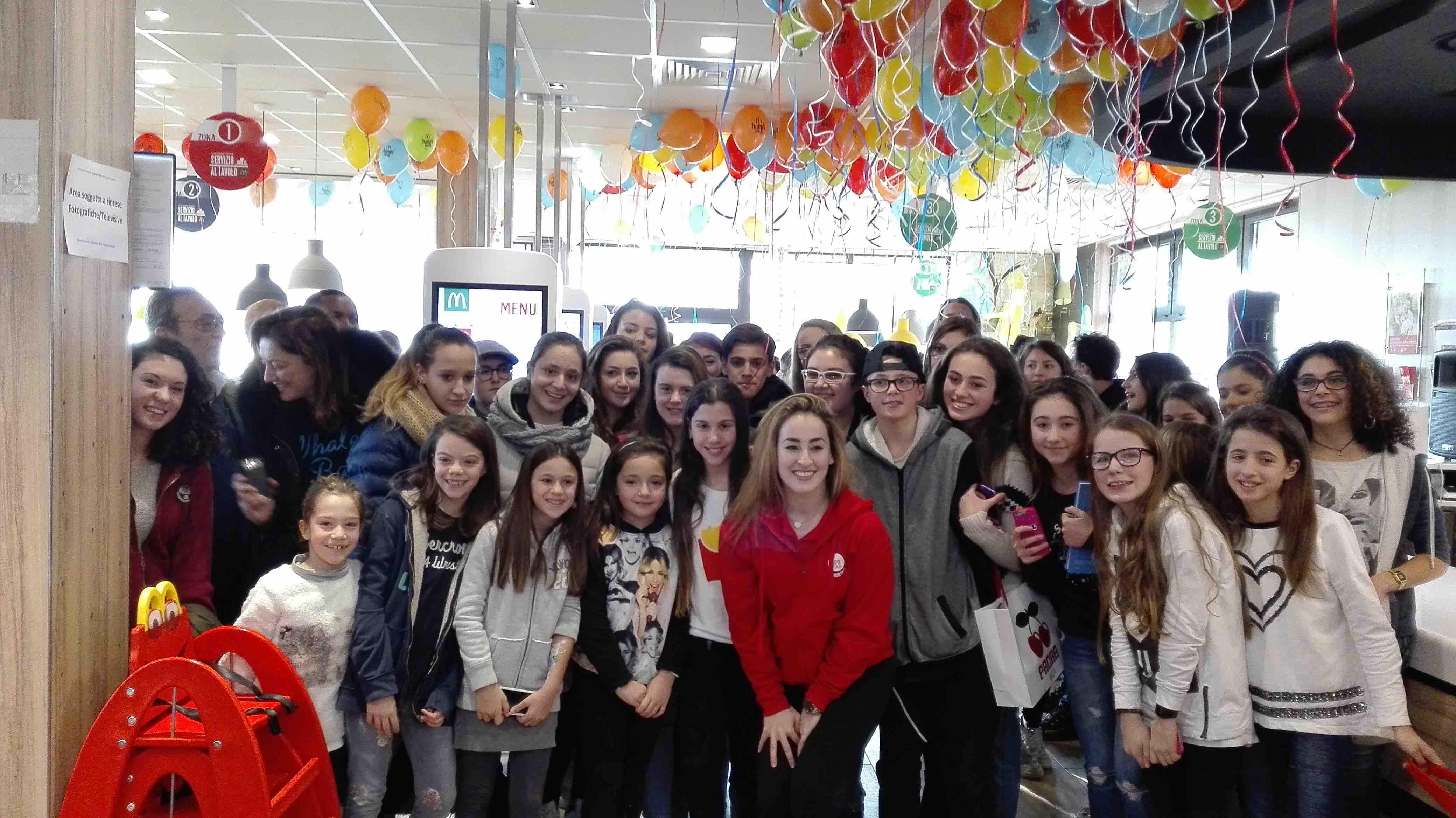 Carlotta Ferlito con i fan
