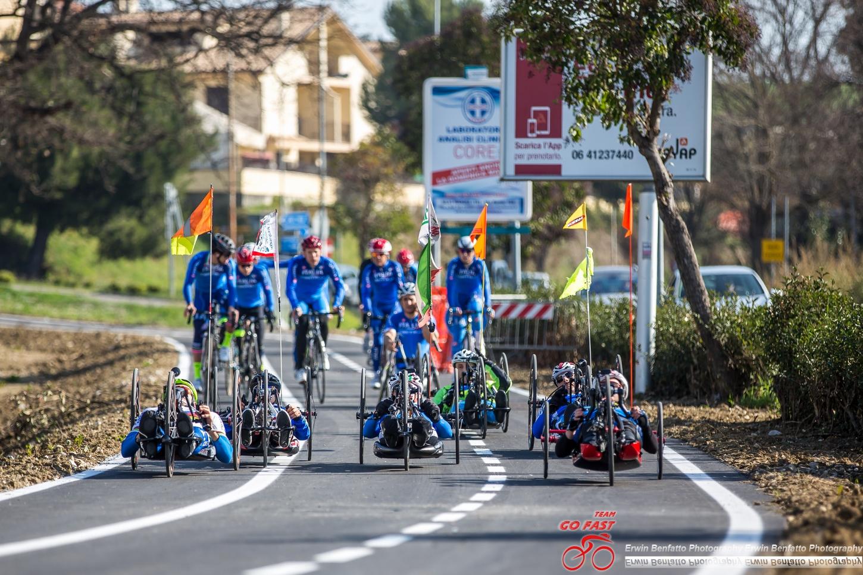 Gli azzurri sulla pista ciclabile nel ritiro di Pineto