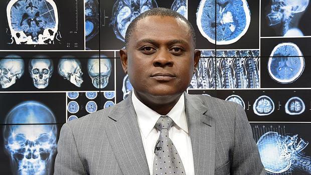Bennet Omalu, neurologo nigeriano
