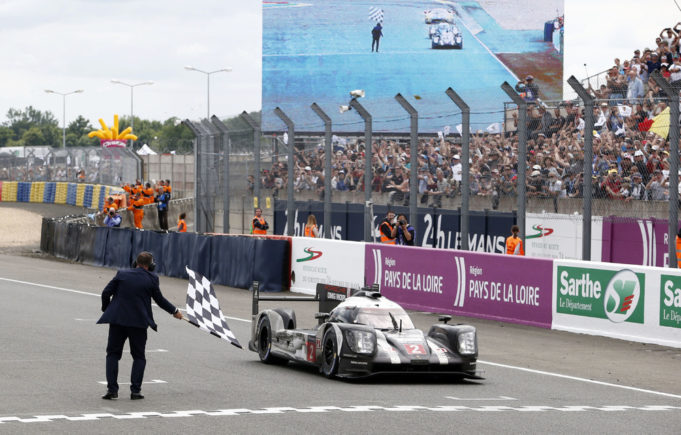 Porsche prima al traguardo