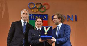 Nella foto: la consegna del Collare d'Oro a Kiara Fontanesi da parte di Luca Lotti. A sinistra, Giovanni Malagò.