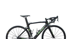 L'azienda lombarda metterà a disposizione dei corridori una bici total black con bordi verdi e tricolori