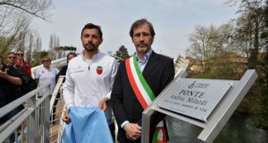 Alberto Milardi e il sindaco Simone Petrangeli (foto Vannicelli)