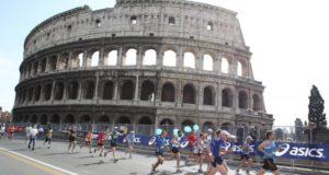 Passaggio davanti al Colosseo