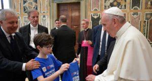 La Junior TIM Cup dal Papa consegna la maglia Francesco 1 di Noi 1 r
