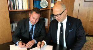 da sx il presidente FIV Francesco Ettorre e Oliviero Carducci firmano il rinnovo