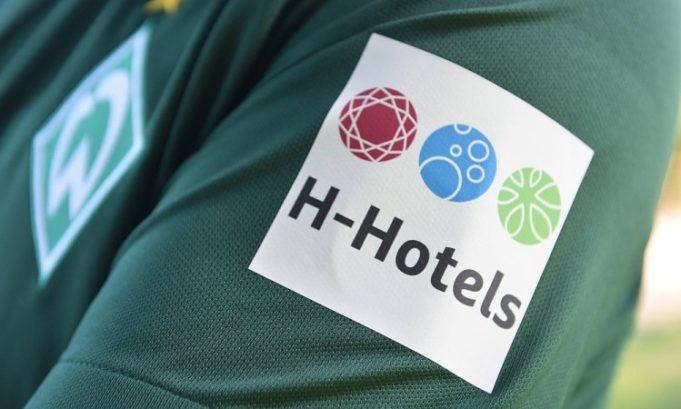 Il marchio di H-Hotels sulla manica sinistra del Werder Brema - foto tratta dal web