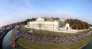 Un'immagine della partenza della Maratona di Venezia