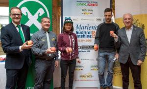 Da sinistra: il vice presidente di Sunshine Racers Nals Eckard Figl, il Presidente di Sunshine Racers Nals Florian Pallweber, gli atleti Lisa Rabensteiner e Gerhard Kerschbaumer e il Presidente del Comitato Alto Adige della Federazione Ciclistica Italiana Nino Lazzarotto