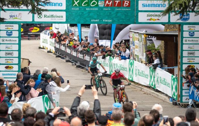 Mathias Flückiger taglia il traguardo della prima tappa di Internazionali d'Italia Series davanti a Stephane Tempier (credits Mondini e Barbaro)