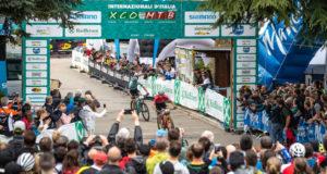La cornice di pubblico sul traguardo della prima tappa di Internazionali d'Italia Series a Nalles - (Credits: Michele Mondini).