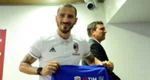 Leonardo Bonucci riceve la maglia JTC
