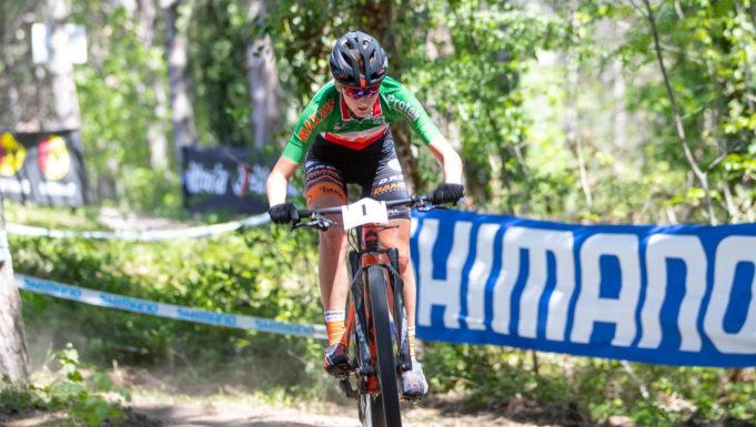 Serena Calvetti in azione a Titano XCO - (Credits: Michele Mondini)
