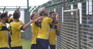 Christian Massella esulta dopo il gol