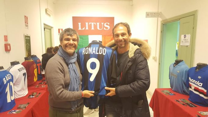 Jimmy Maini in visita alla mostra con l'organizzatore Massimo Minicucci
