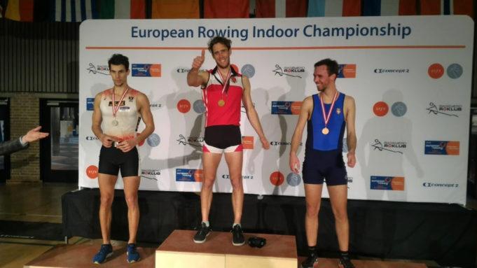 Il podio della categoria Pesi Leggeri Open maschile con Goretti medaglia d'oro
